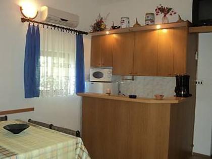 H(10+1): kitchen