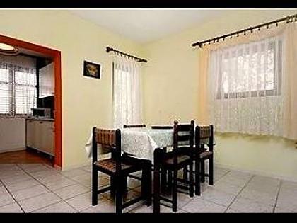 H(10+1): dining room