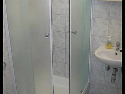 A6 (4): baño con inodoro.