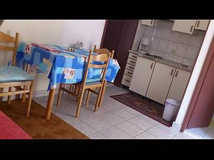 A2(2+3): kitchen and dining room