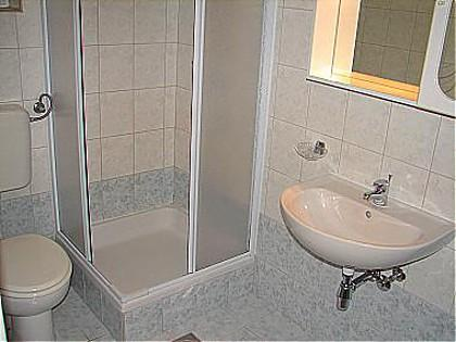 A10 (2 + 2): salle de bain avec toilette
