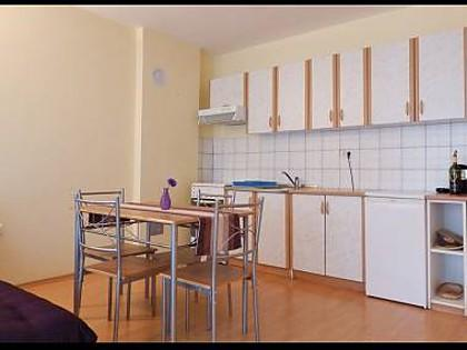 A1 1. KAT (2): kitchen and dining room