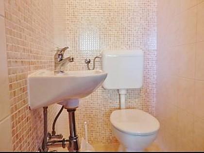 A2(4): toilet