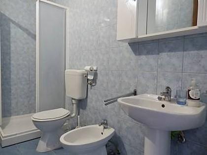 A2 2. KAT (2): bathroom with toilet
