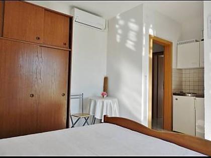 SA4(2): interior