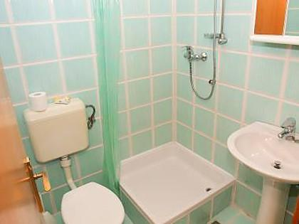 SA4 (2 + 3): baño con inodoro.