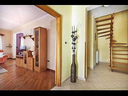 H(8+2): hallway