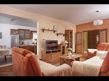 H(8+2): living room