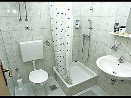 E5 (2 + 1): bagno con WC