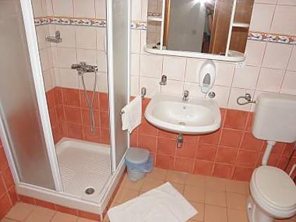 A8 (4 + 2): bagno con wc