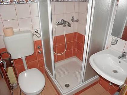 SA15(2+1): bathroom with toilet