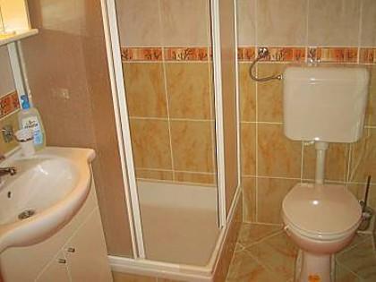 Goga(4+2): bathroom with toilet