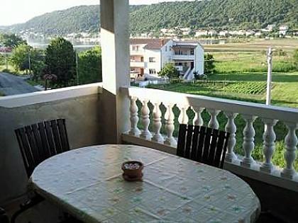 A2 boja marelice(5+1): terrace