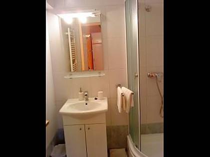 SA2 (2): badrum med toalett