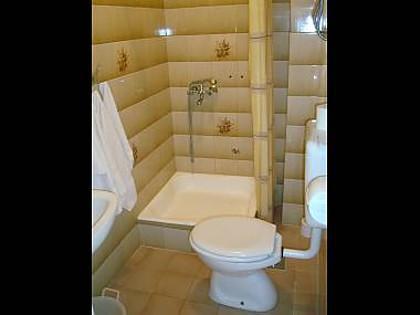A2(4+1): bathroom