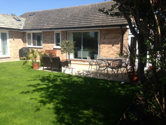 The Dapples, 4 bedroom home, sleeps 7/9 near Epsom and Kingston, South of London, holiday rental in Ewell
