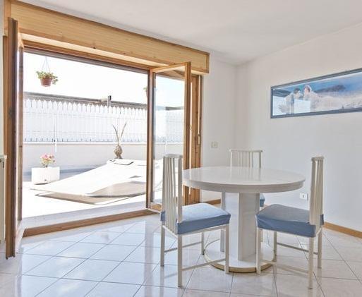3 MINUTI DALLA METRO - SUPERATTICO, holiday rental in Setteville