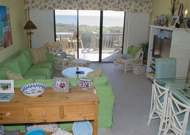 MULTI-LEVEL, BRIGHTLY FURNISHED OCEANFRONT CONDO WITH EASY BEACH ACCESS, casa vacanza a Newport