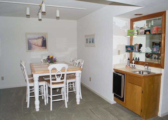 Dining Room & Wet Bar