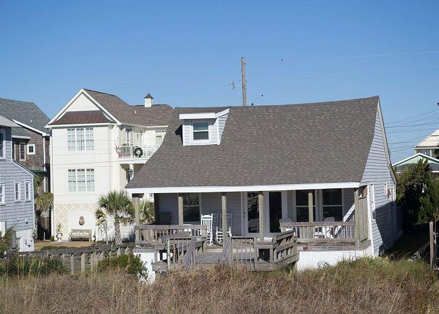 OCEANFRONT COTTAGE WITH COVERED DECK. EASY BEACH ACCESS, vacation rental in Atlantic Beach