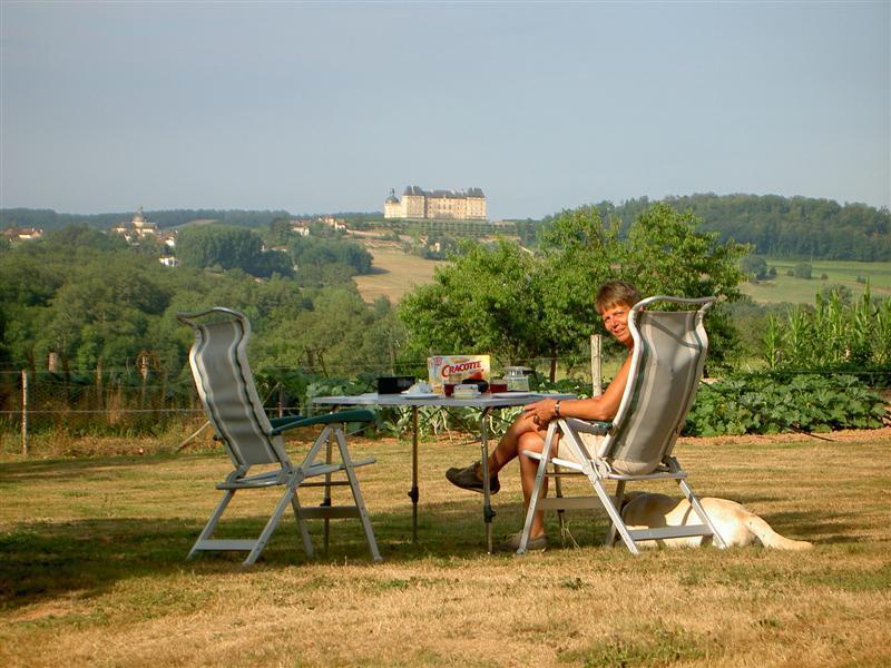3 Berth Luxury Caravan with Chateau Views (RS), Ferienwohnung in Hautefort