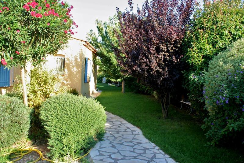 T2 de plain pied dans maison à La Coudoulière avec jardin, holiday rental in Six-Fours-les-Plages