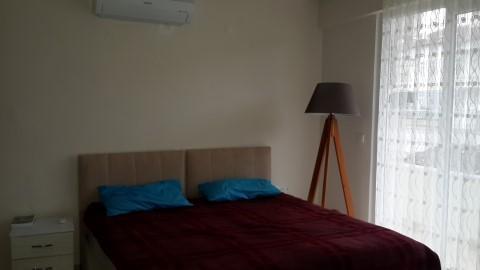 quarto com decoração agradável AC