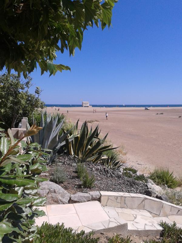 Private and monitored immense beach