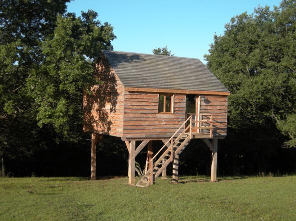 Cabane perchée gîte tout confort pour 5 pers., location de vacances à Varzy