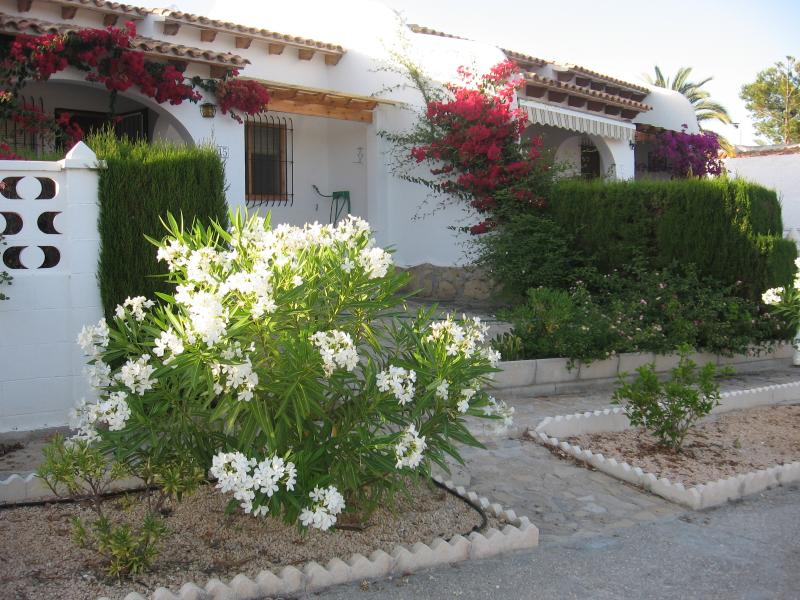 Bungalow with seaview, shared pool in Venta Lanuza, vacation rental in Campello
