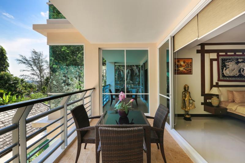 Este balcón linda con el dormitorio principal y sala de estar. Se puede fumar aquí.