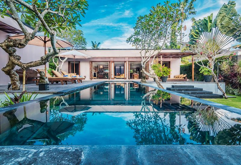 Villa Kotak is a gorgeous luxury villa at a great price close to the beach in Bali.