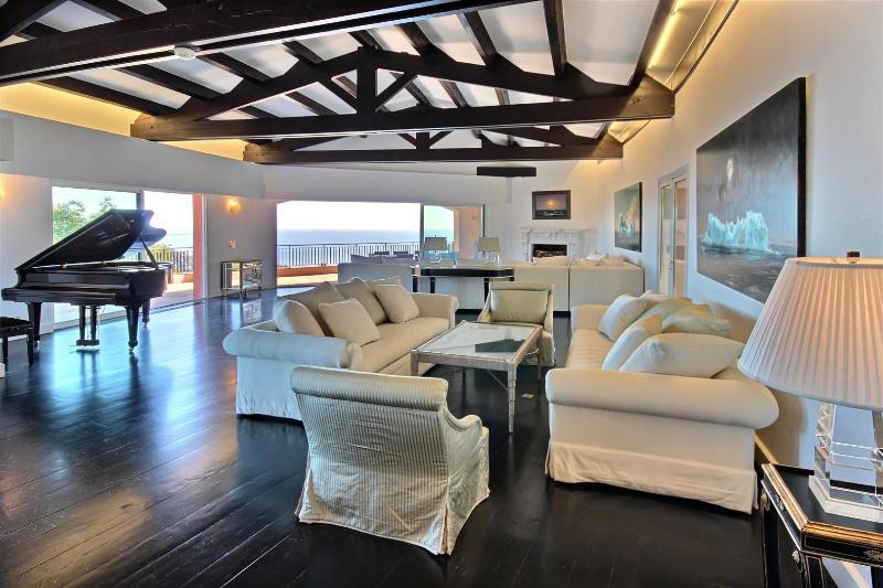 Livingroom seen from entrance side