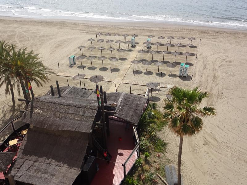 Easy access to beach front restaurants