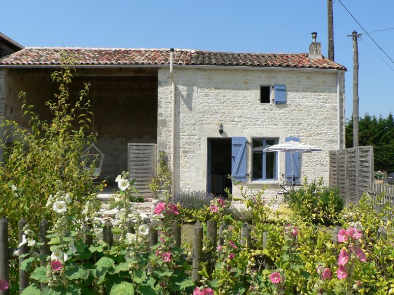 La Petite Maison, ideal for a relaxing holiday, location de vacances à Couture-d'Argenson
