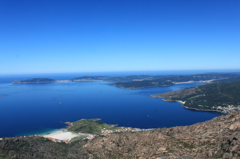 Vista desde Monte Pindo: Finisterre, Playas  Langosteira y Sardiñeiro, Corcubion, Cee, y O Pindo