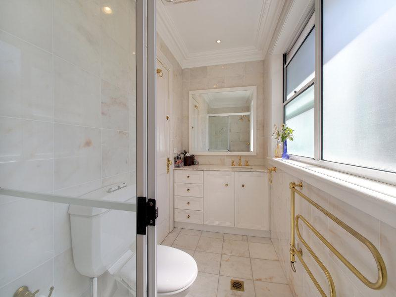 Master bedroom's ensuite bathroom