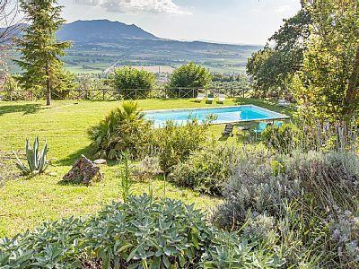 Il Campaniletto Forano Splendid Villa  with swimming pool close to Rome, holiday rental in Ponzano Romano