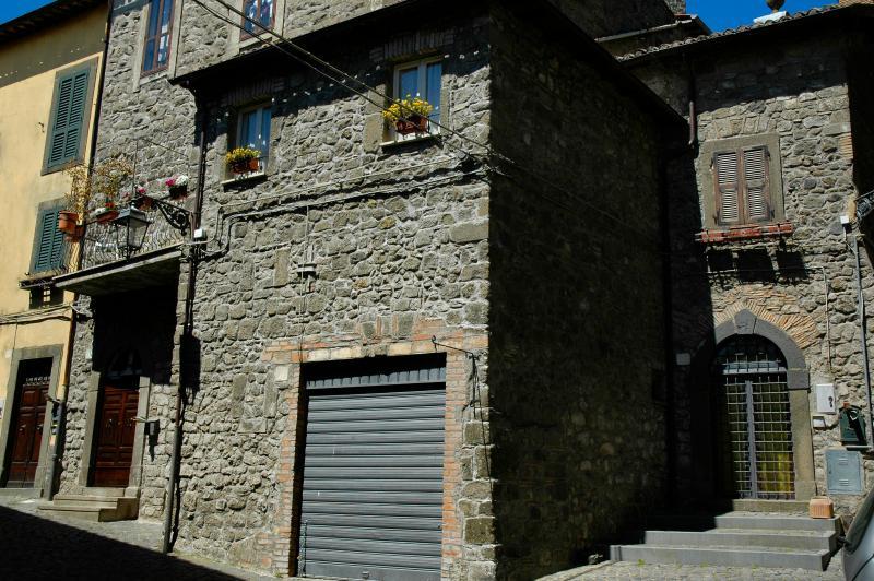 Camere, casa vacanze LaRocca Montefiascone centro storico, lago di bolsena., vacation rental in Montefiascone