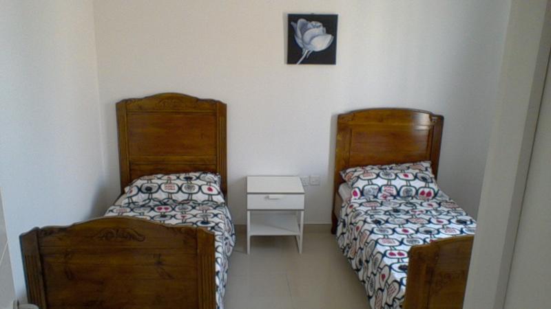 segundo dormitorio con dos camas individuales