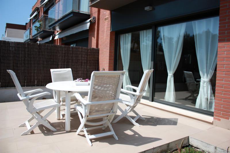 GRAN CASA EN LA PLAYA JUNTO A BARCELONA, holiday rental in Arenys de Mar