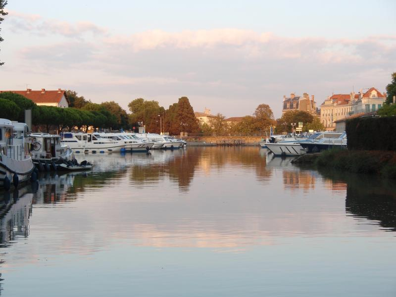 Take a leisurly boat trip on the Canal du Midi