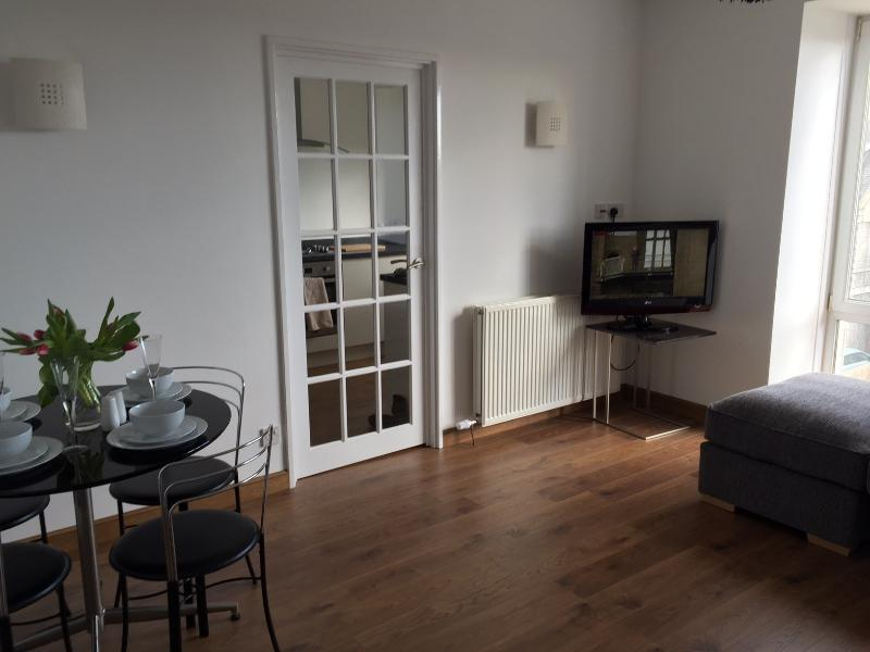 Aberdeen West End Holiday Apartment with parking, holiday rental in Peterculter