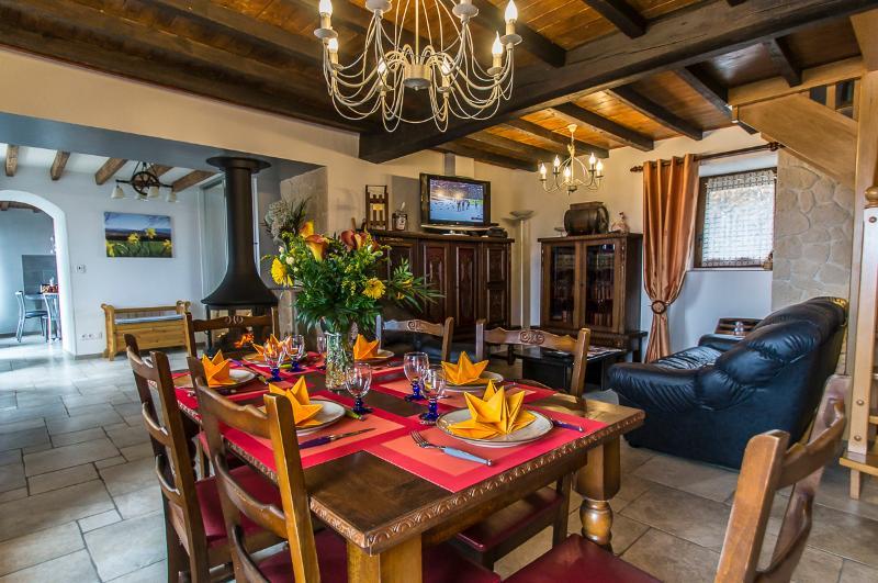 Gîte de Charme l'Ecoline Rhone Alpes Isere 4 Etoiles Accepte chèque ANCV chien, holiday rental in Saint-Marcellin