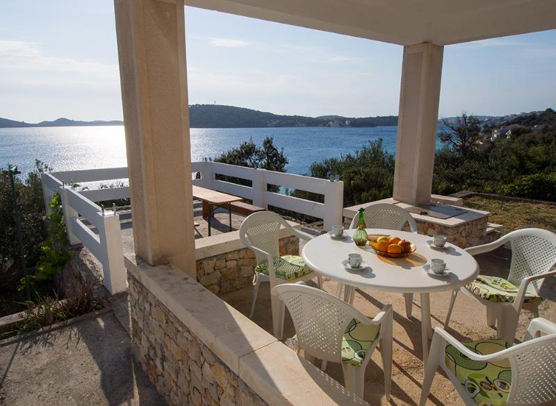 ALDOs house - front of the sea, holiday rental in Rogoznica
