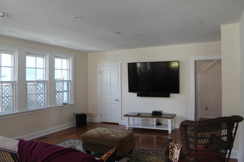 Huge Great Room with 70' TV