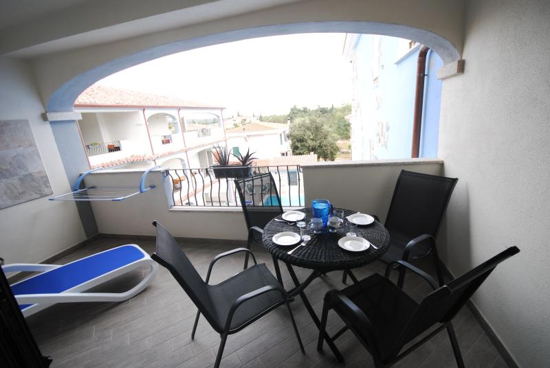 balcony with view to the Pool