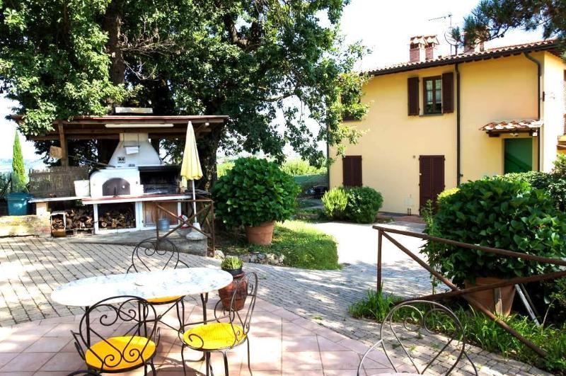 MELOGRANO San Gimignano Appartamento con piscina, vacation rental in San Benedetto