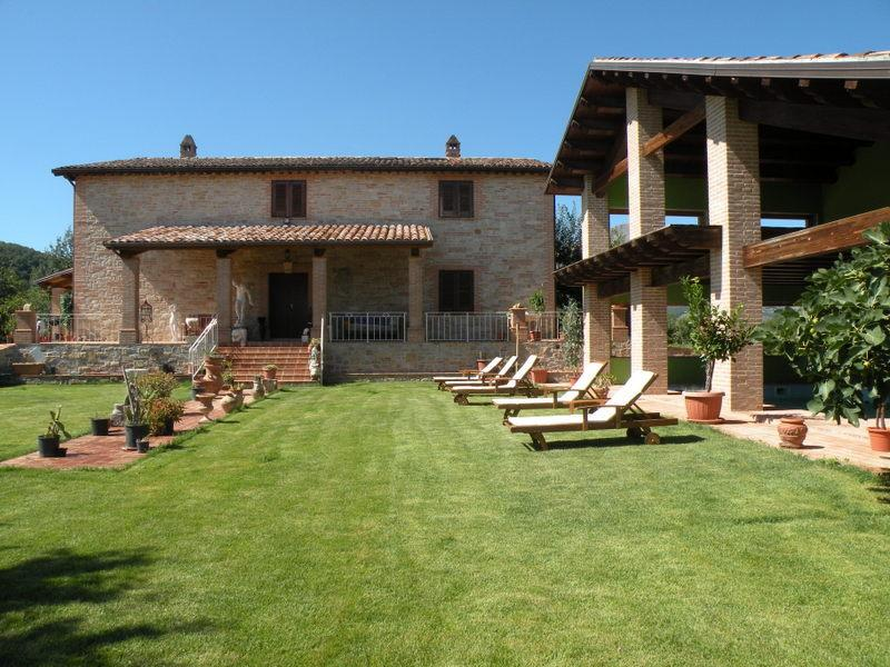 PANORAMIC VILLA, holiday rental in Montefortino
