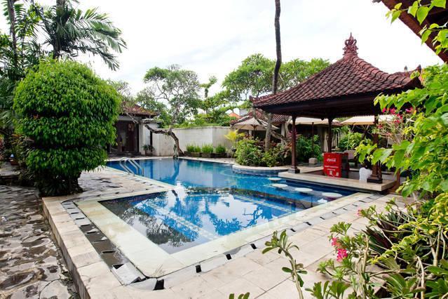 1ere piscine de l hotel
